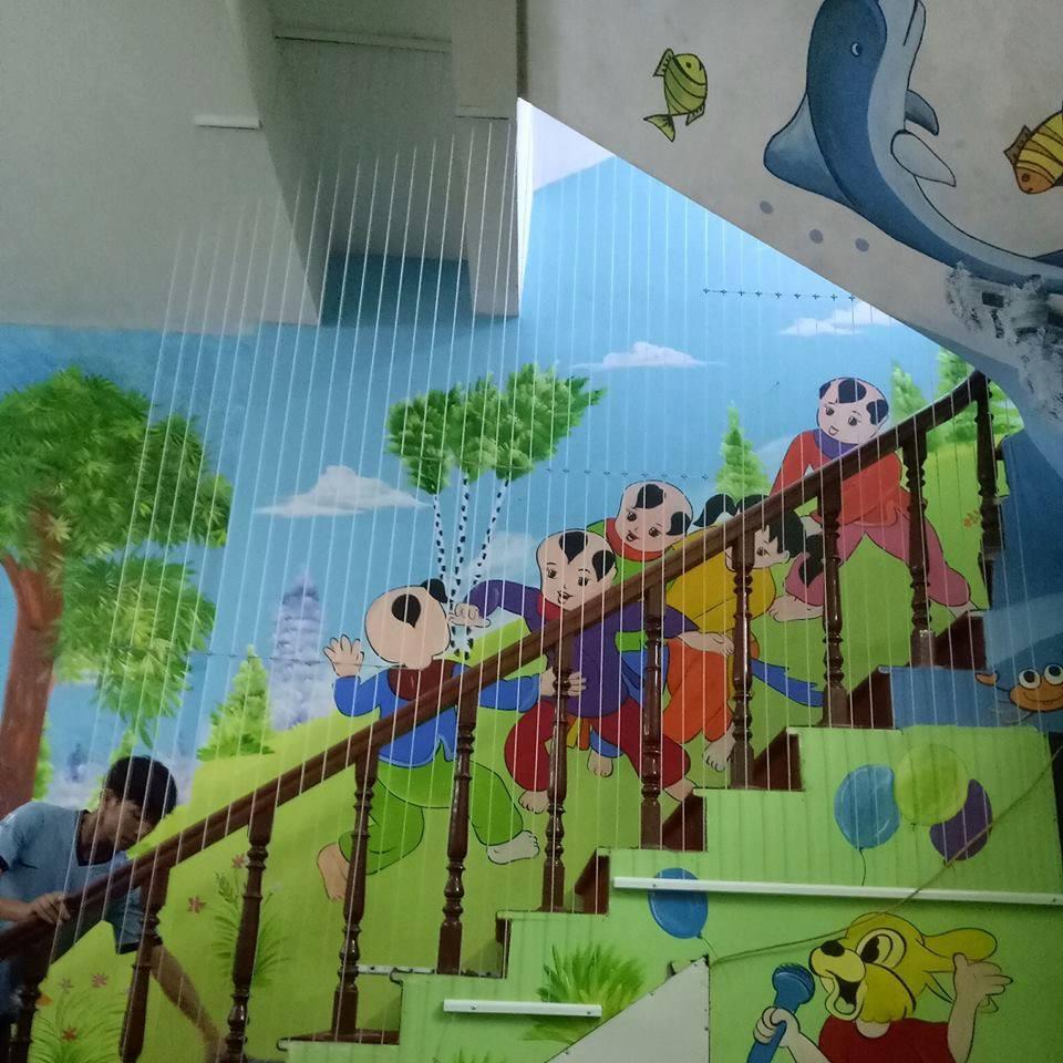 Tình trạng kinh doanh lưới cầu thang trường học
